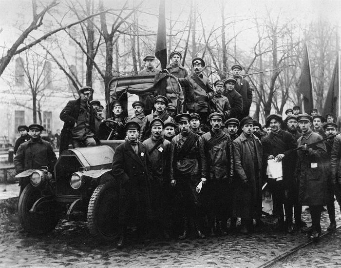 Отряд красногвардейцев в Петрограде. 1917 год.