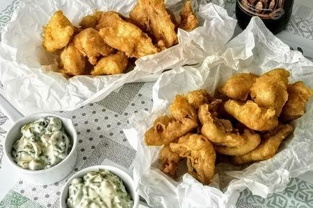 Фото к рецепту: Рыба в хрустящем кляре с соусом «тартар»