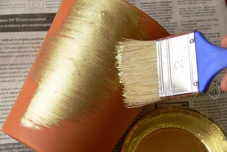 Я тогда ещё пацаном был. Мать принесла краску золотую. Принесла, да не всю использовала…