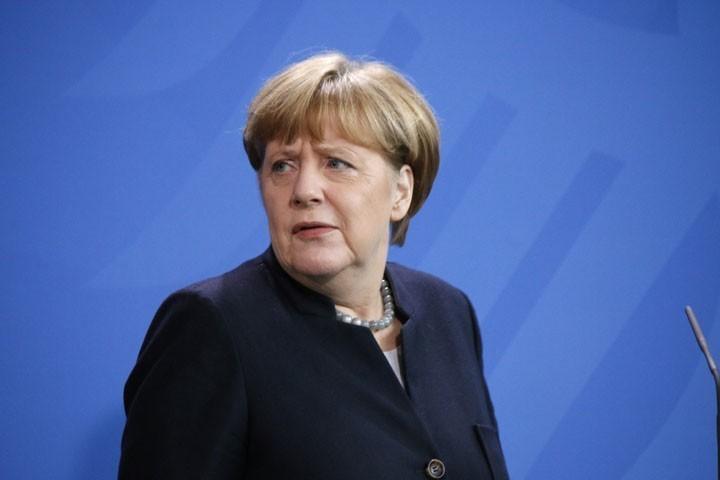 Меркель освистали в Гельнхаузене