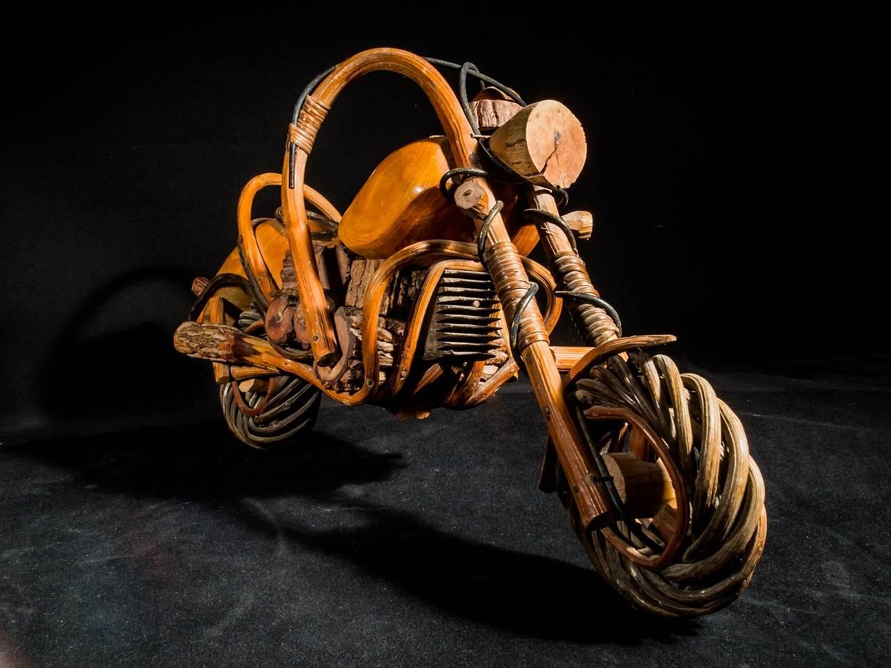 Заяц купил мотоцикл. Едет, а тут навстречу ему волк...