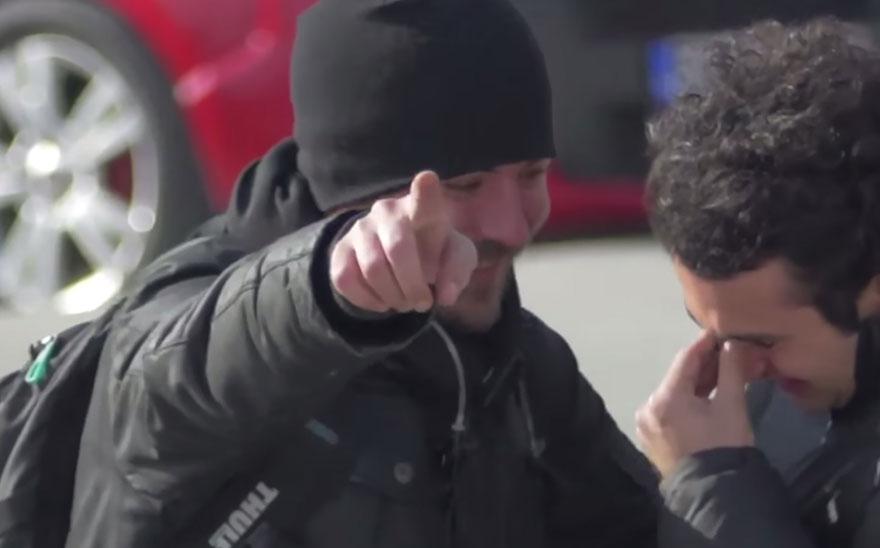 town-learns-sign-language-deaf-muharrem-samsung-video-call-center-2