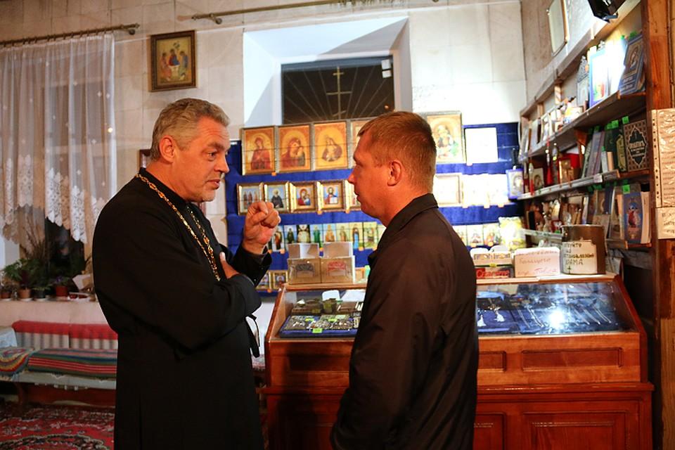 Священник-герой спас двух ре…