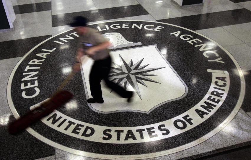 Зачем вам в ЦРУ русскоязычные сотрудники? Наймите лучше спеца по «госпереворотам и переписыванию истории»