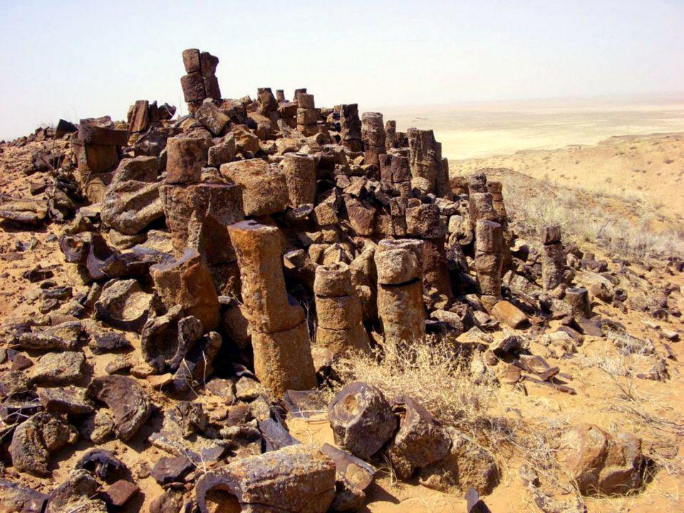 Каменные трубы пустыни Кызылкум.
