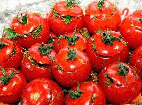 Малосольные помидоры по-армянски с чесноком. Очень соблазнительная закусочка!