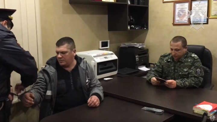 """""""Я хулиганил"""": избивший стюардессу пассажир дал показания - видео СКР"""