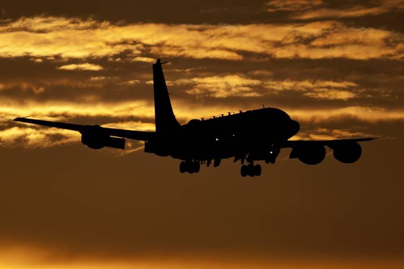 Далеко не совпадение! Что ловил британский RC-135W под шумок «украинского броска» в Азовское море?