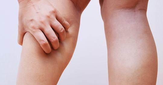 Ученые объясняют 4 вещи, которые вызывают судороги ног (и как это исправить)