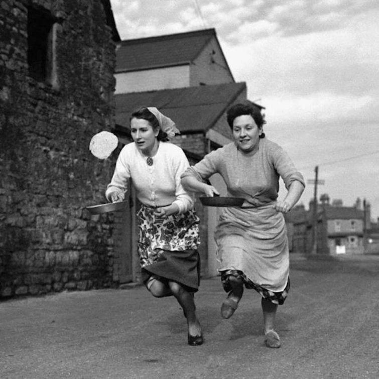 Тренировка перед ежегодной гонкой с блинами, Великобритания история, люди, редкие, фото