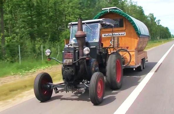 Немецкий болельщик приехал в Москву на ЧМ-2018 на 82-летнем тракторе