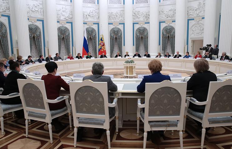 Путин предлагает ввести ежемесячные выплаты при рождении первого ребенка