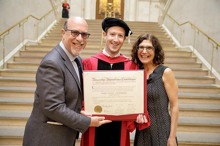 Цукерберг получил диплом Гарварда через 12 лет после того, как бросил вуз