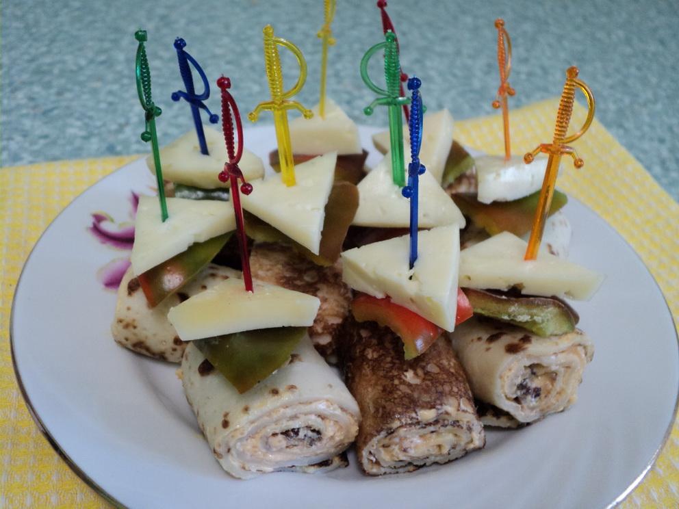"""Закуска """"Сытная"""" и закусочные тортики к праздничному столу. Вкусно и разнообразно."""