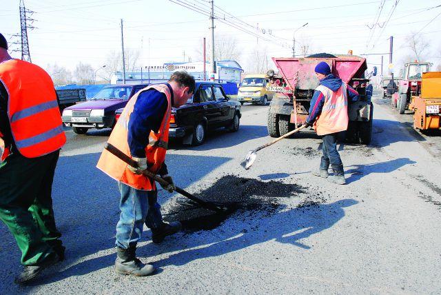 Омский автомобилист подрался с дорожными рабочими
