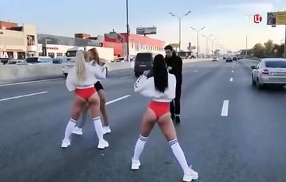 Жена депутата оправдалась за танцы на МКАД
