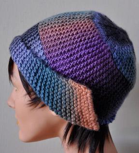 Необычная шапка платочной вязкой по спирали