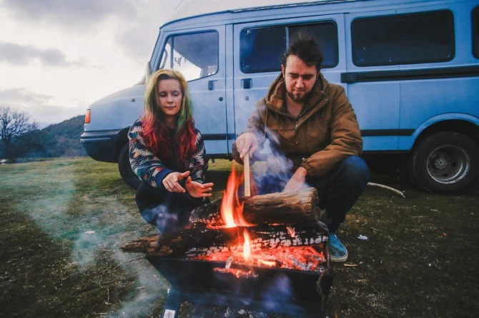 Жизнь наколесах: пара изКорнуолла превратила дешевый минивэн вуютный дом иездит внем помиру