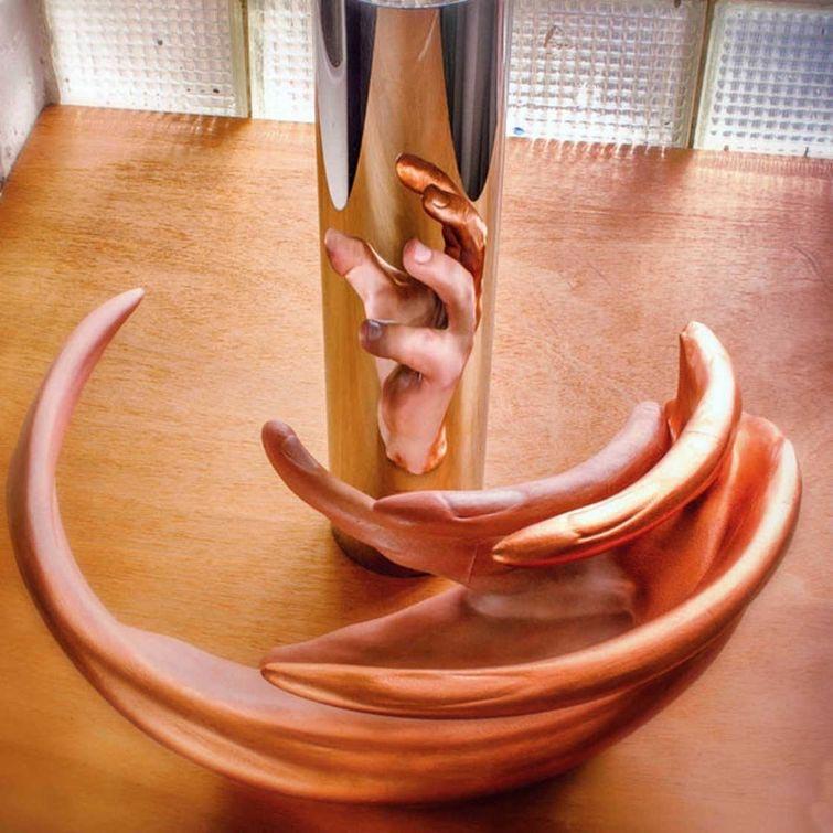 Загадочные анаморфные скульптуры-иллюзии
