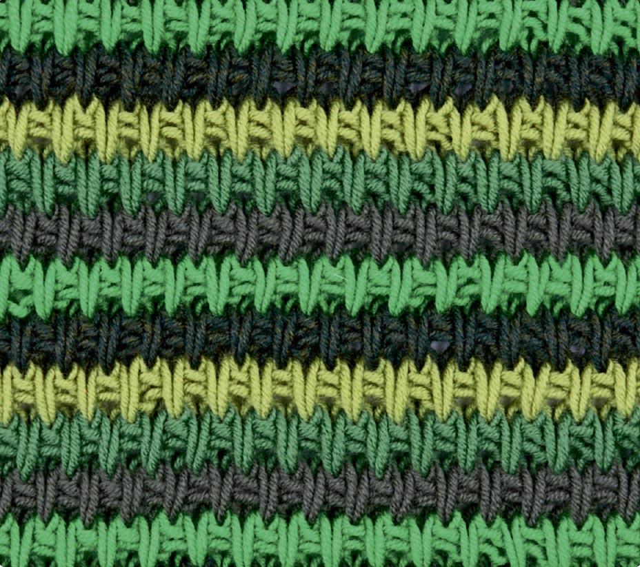 Разноцветный структурный узор спицами