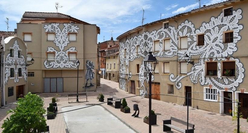 Image result for Уличные художники раÑпиÑали иÑпанÑкую деревню, чтобы показать краÑоту меÑтных традиций