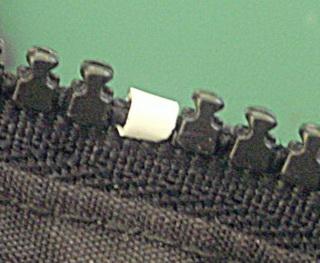 Как починить сломанный зубчик молнии своими руками