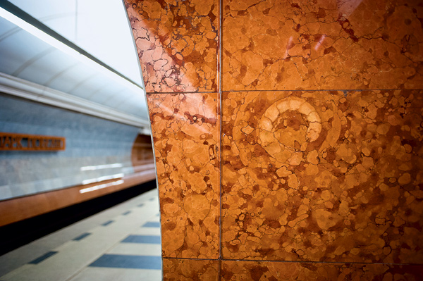 15 удивительных фрагментов московского метро