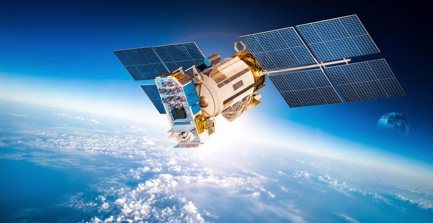 Тем временем: Порошенко похвастался взломом российских военных спутников