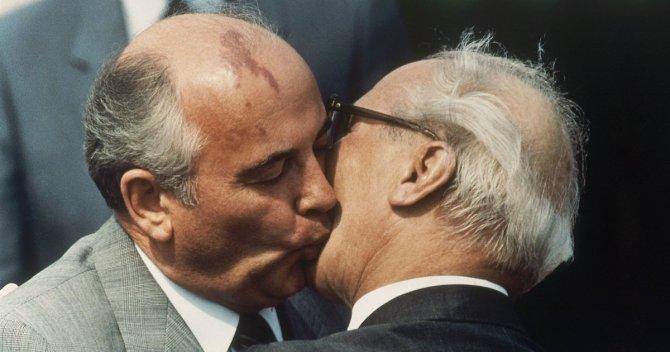Как иуда Горбачёв предал Эриха Хонеккера