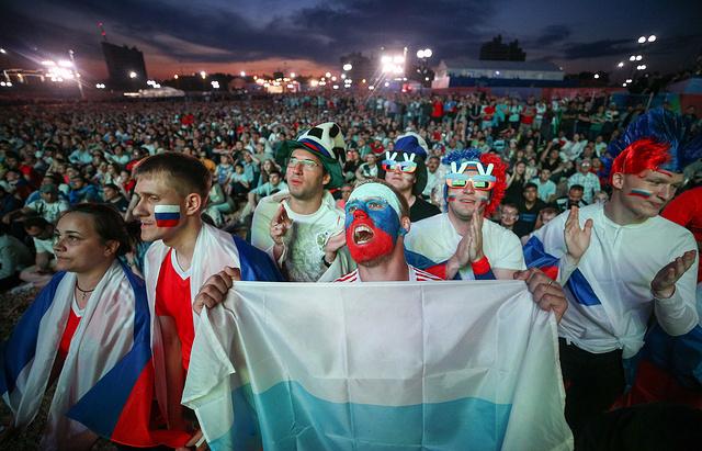 В Лондоне победу сборной России над египтянами на ЧМ отметили борщом и варениками
