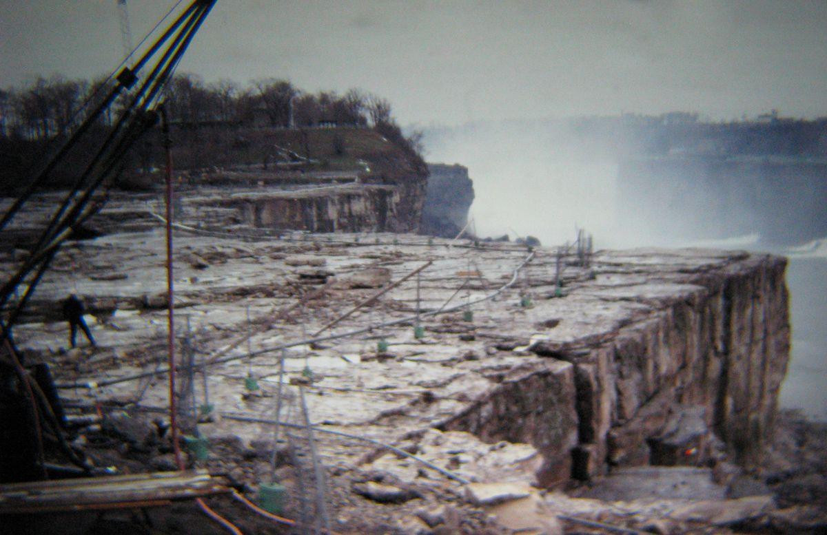 Как в 1969 году ремонтировали Ниагарский водопад