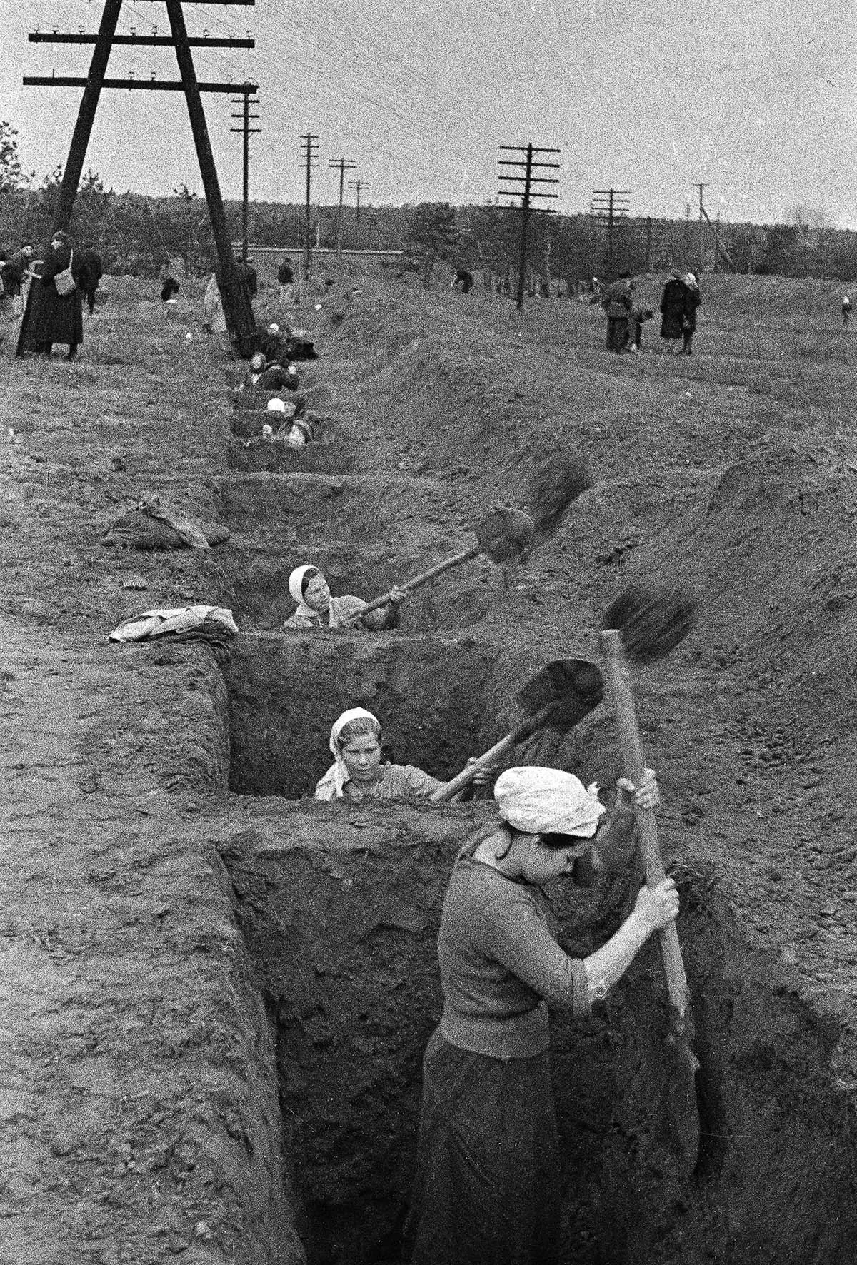 1941-1945 гг ; «Каждый колхо…