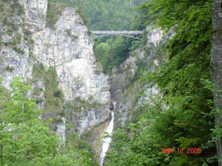 Мост по которому можно попасть в Австрию