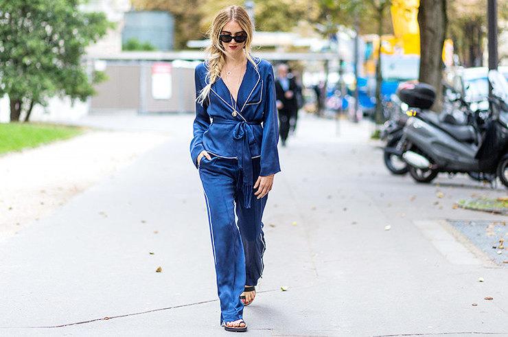 Не для спальни: как и с чем носить брюки в пижамном стиле