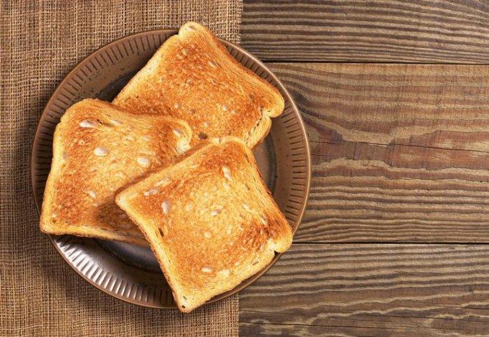 Можно расслабиться и спокойно съесть кусочек хлеба. /Фото: homeasking.com