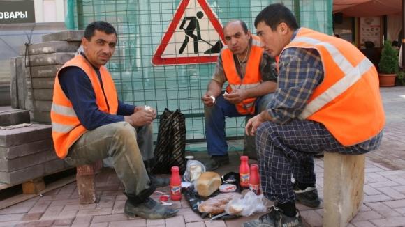Минтруд России подготовил предложения по ограничению привлечения иностранных работников в некоторых отраслях экономики в 2019 году