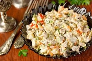 Салат со свиным языком, грецкими орехами и шампиньонами