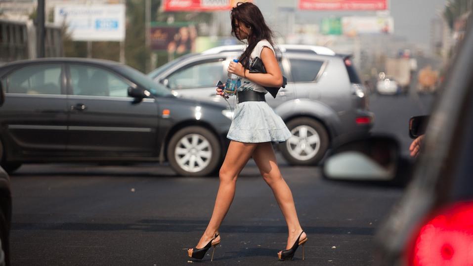 девушка пешеход