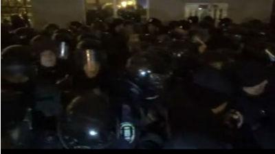 Протестующие попытались взят…