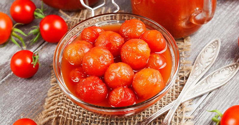 Опытные кулинары показывают, как заготовить помидоры на зиму вкусно и просто!