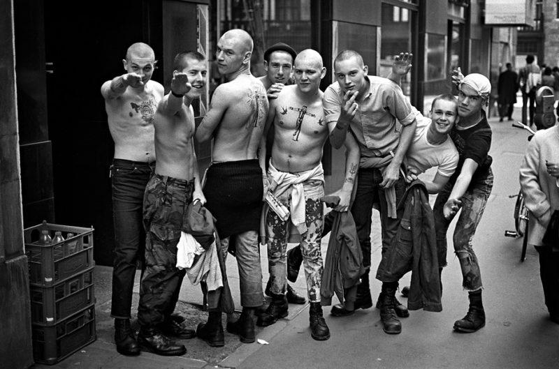 «Непокорный дух старушки Англии»: опубликованы ранее неизвестные фото скинхедов 60-80-х