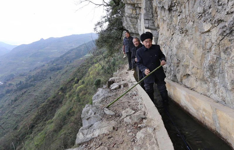 Китаец потратил 36 лет на рытье канала на склоне горы