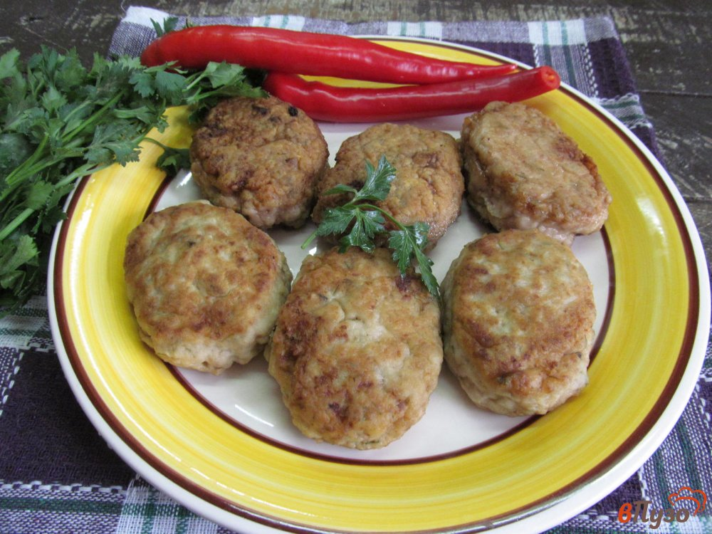 Фото приготовление рецепта: Котлеты на ряженке шаг №6