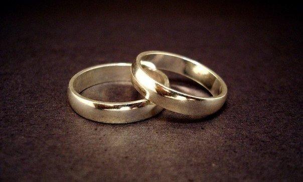 Почему обручальное кольцо но…
