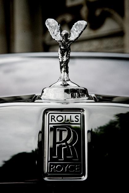 *Дух Экстаза* украшает капот автомобиля Роллс-Ройс с 1911 года.