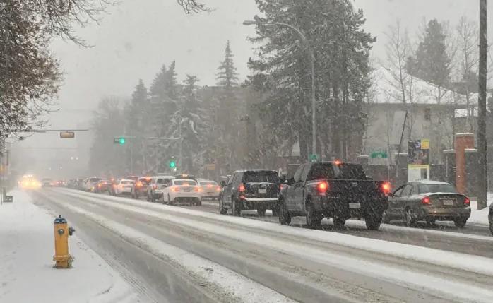Можно ли пересекать сплошную, если она заметена снегом?