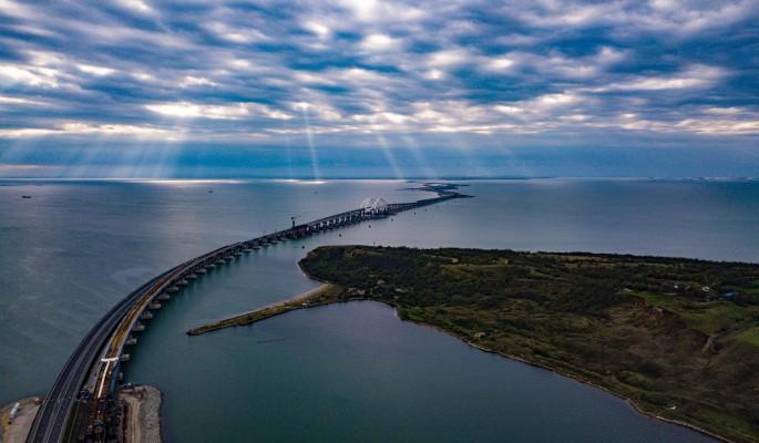 Кусок Крымского моста подняли со дна