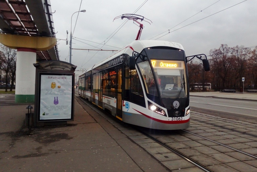 Свободный вход: в столице из больших трамваев и автобусов уберут турникеты