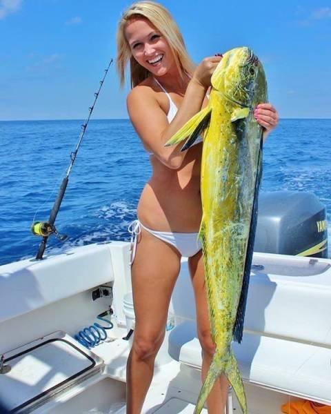 Девушки, которые любят рыбалку (42 фото)