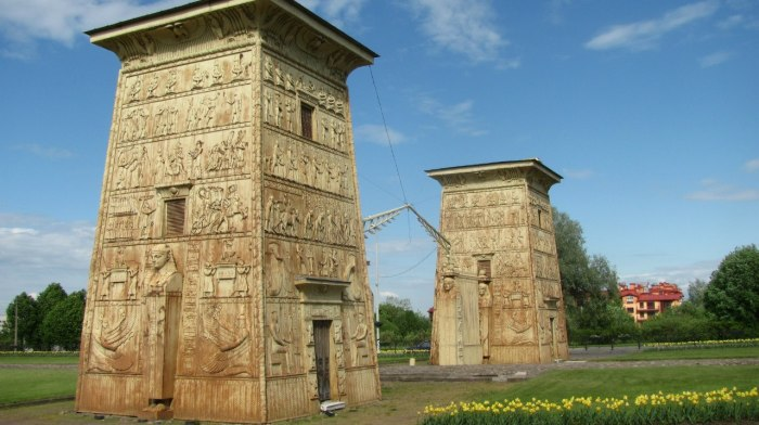 Египетские ворота в Пушкине.